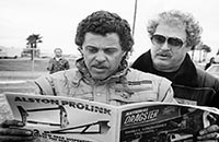 _images/_dvdbonus/prudhommemcewenbw/_thumbs/Prudhomme and McEwen - Mid 80s looking at Nat'l Dragster.jpg